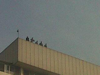 ظباط جيش فوق سطح المبنى 9 الا6 دقايق