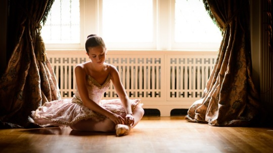 ballet-dancer-tutu-tying-pointe-shoes